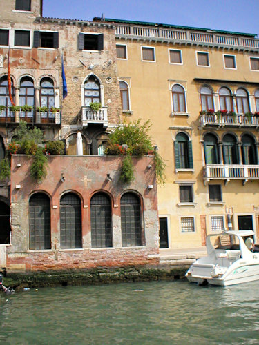House Grand Canal